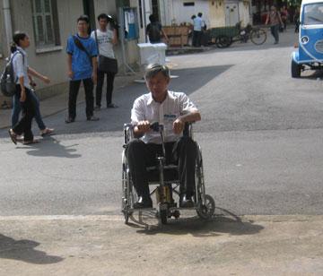 Xe lăn điện tiện dụng