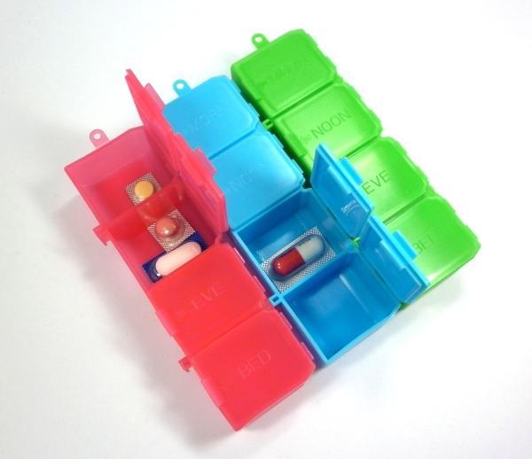 Hộp nhựa phân thuốc ngày