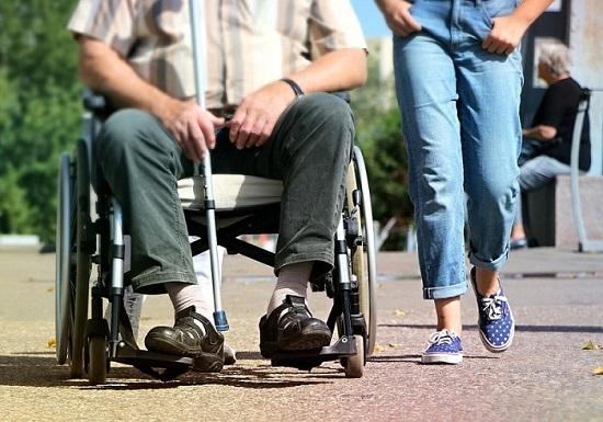 Lựa chọn xe lăn điện dành cho người khuyết tật